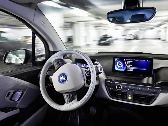 BMW будут парковаться самостоятельно