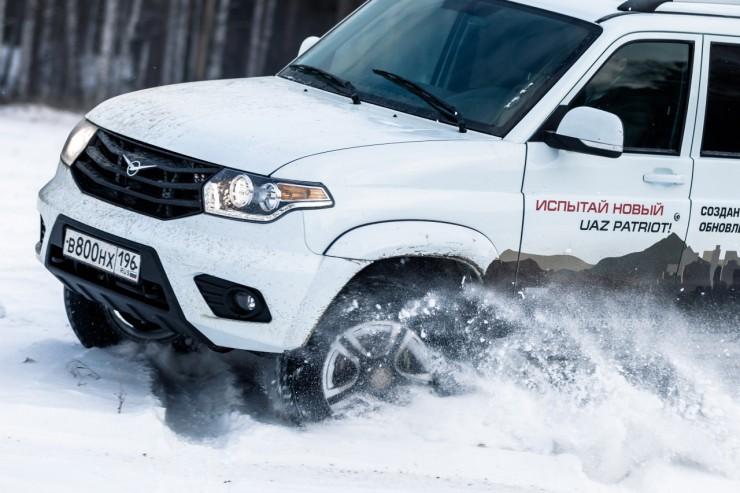 УАЗ Патриот 2015 белого цвета