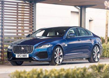 Обновленный Jaguar XF посвежел внутри и обеднел в техническом плане