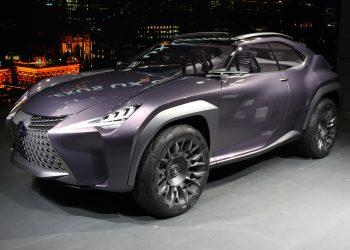 Концепт нового кроссовера Lexus UX удивил публику парижского автосалона